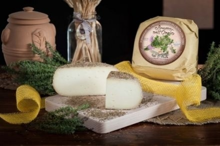 PECORINO CHEESE MATURED IN THYME - Caseificio Val d'Orcia