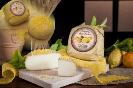 PECORINO CHEESE MATURED IN CITRUS FRUIT - Caseificio Val d'Orcia