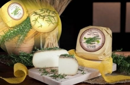 PECORINO CHEESE MATURED IN ROSEMARY - Caseificio Val d'Orcia